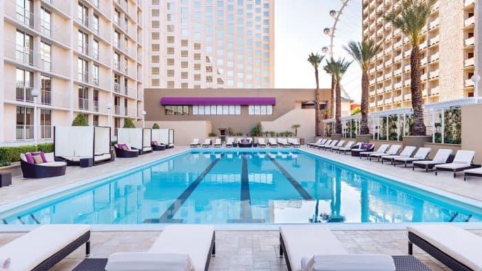 Harrahs Las Vegas Pool